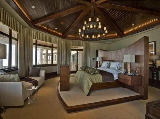 giant-master-bedroom-bed-in-middle-550x412