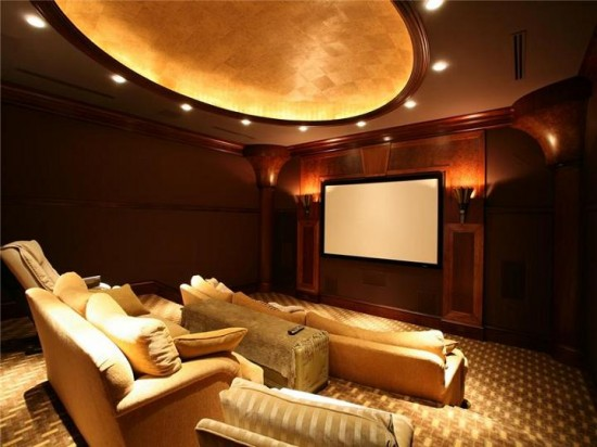 tv-theatre-viewing-room-in-house-550x412