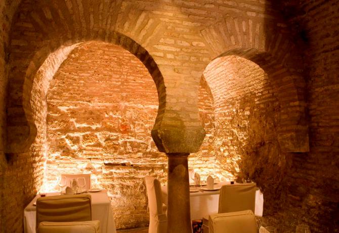 Cenar en unos baños árabes del siglo XII