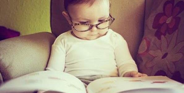 nino_bebe_leyendo_un_libro