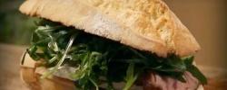 Nos vamos de picnic: Bocadillo gourmet con magret de pato, rúcula y brie