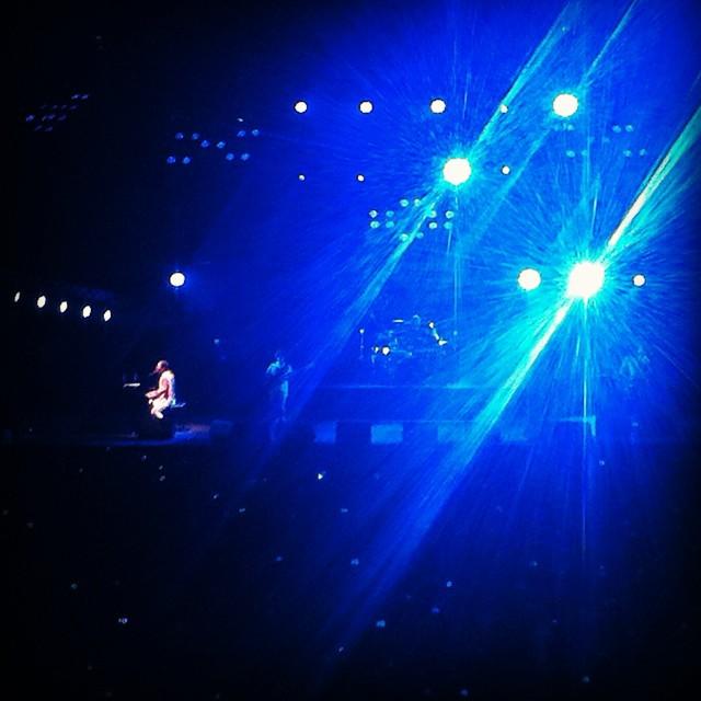 #Godsave The #Queen!!! Si esto es un homenaje como tuvo q ser verlos en concierto de verdad... Impresionante!!! #pilares2014