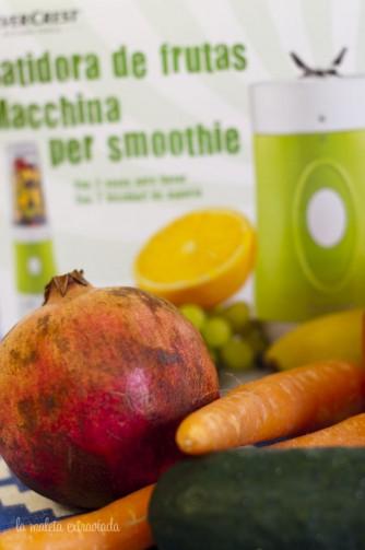 Smoothie de granada, zanahoria, manzana y pepino