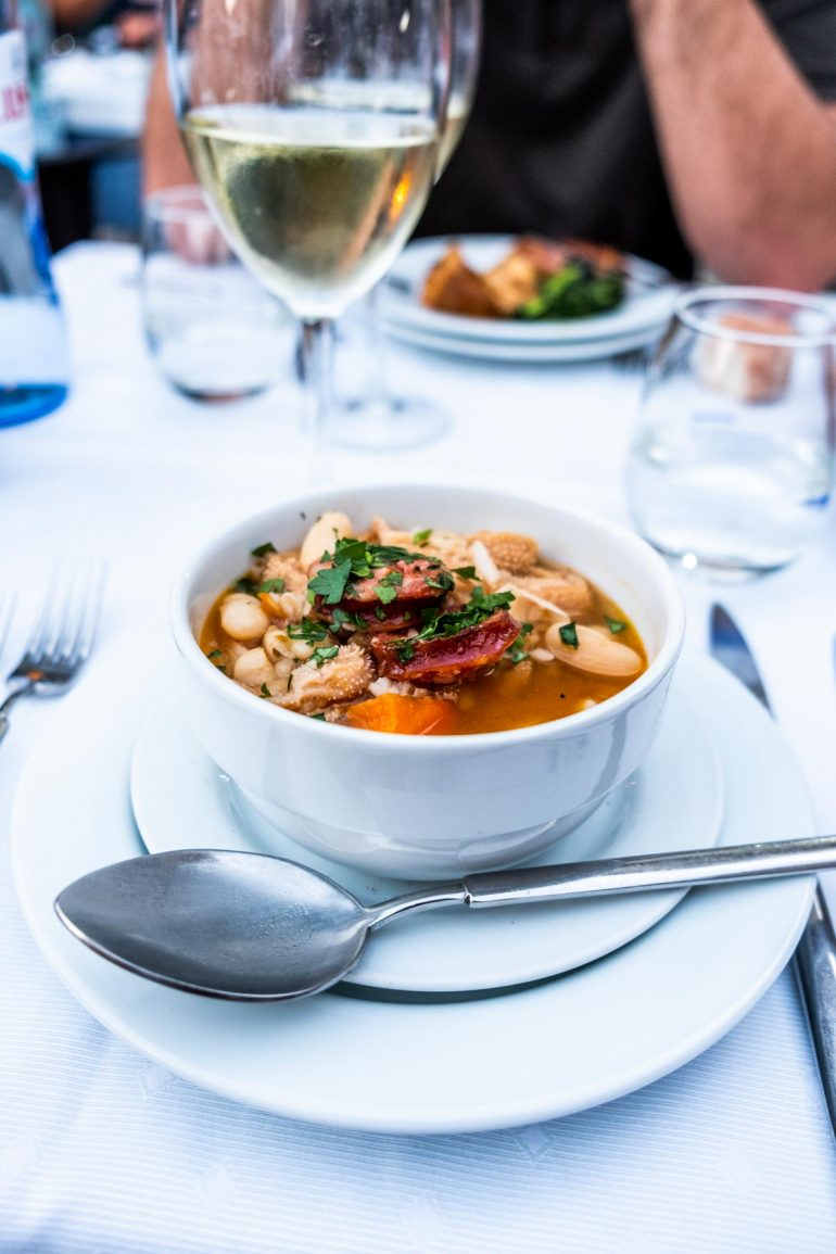 Comiendo en Guimaraes Portugal
