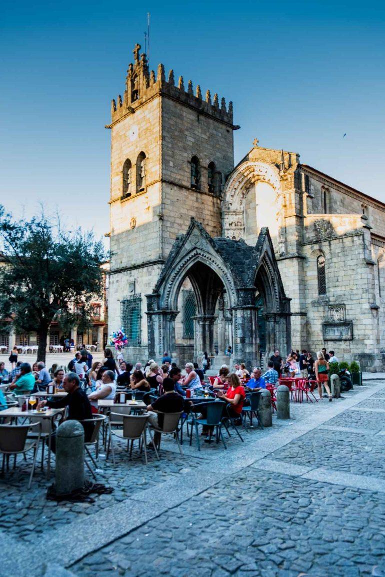 Iglesia de Nuestra Señora de Oliveira en Guimaraes Portugal