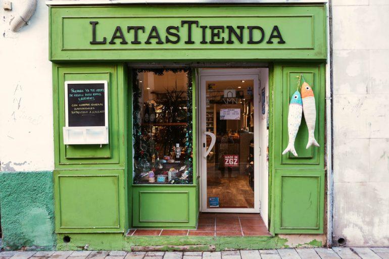 Puerta de Latastienda, tienda de conservas originales en Zaragoza | La maleta extraviada