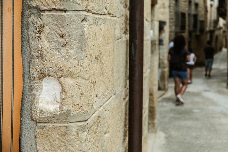 Mezuzah de la puerta de la Juderia de Uncastillo | La maleta extraviada-11