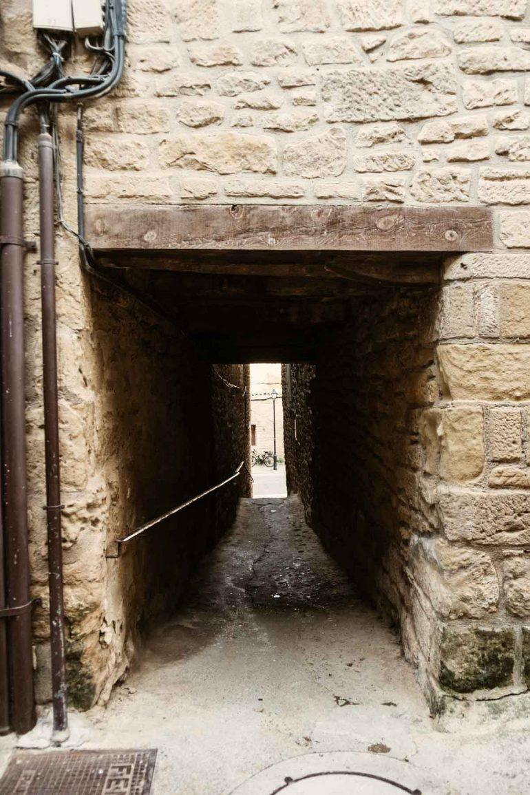 Gallizo cubierto de la Juderia de Uncastillo | La maleta extraviada