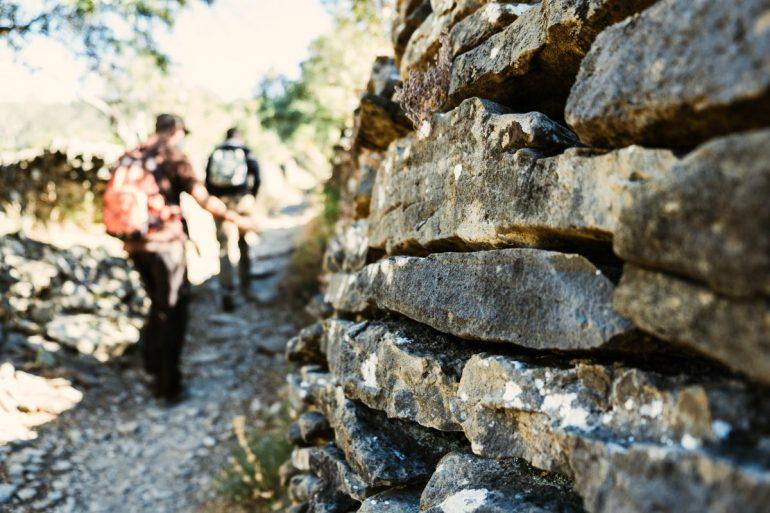 Haciendo ecoturismo en Rodellar por sus senderos botánicos | La maleta extraviada